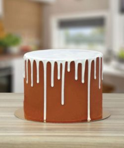 PME White Chocolate Flavoured Luxury Cake Drip (2)